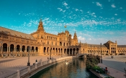 The COVID-19 vaccines and undocumented migrants in Spain