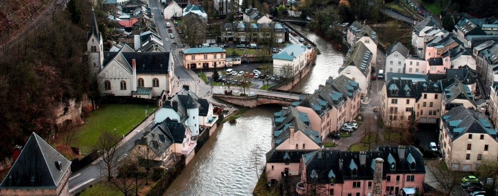 The COVID-19 vaccines and undocumented migrants in Luxembourg