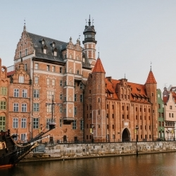 The COVID-19 vaccines and undocumented migrants in Poland