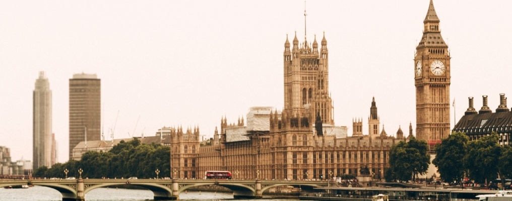 The COVID-19 vaccines and undocumented migrants in the UK